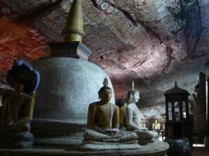 rzeźba w jaskini
