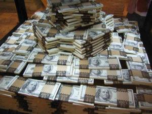 banknoty w paczkach
