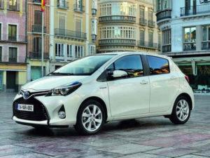 białe małe auto