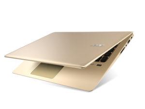 laptop w kolorze złotym