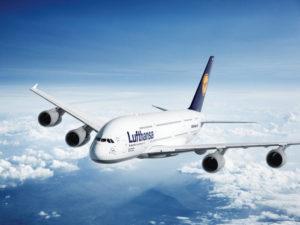 samolot na niebie
